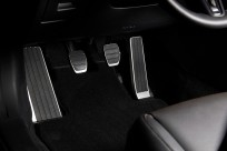 Aluminiowe nakładki na pedały  do pojazdów wyposażonych w manualną skrzynię biegów BDELV9090